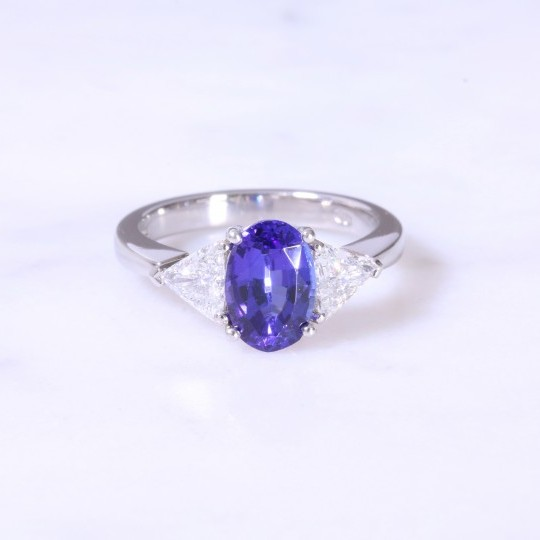 Secondhand Oval Tanzanite & Trilliant Diamond Ring