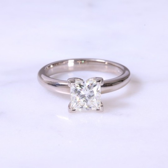 Secondhand princess diamond solitaire engagament ring