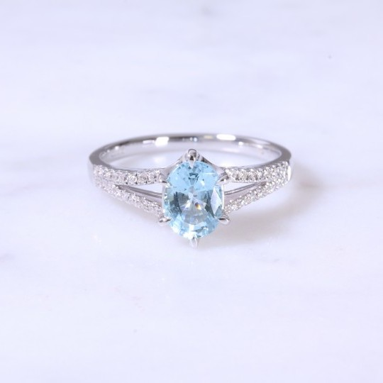 Oval Aquamarine & Split Diamond Set Shank Ring