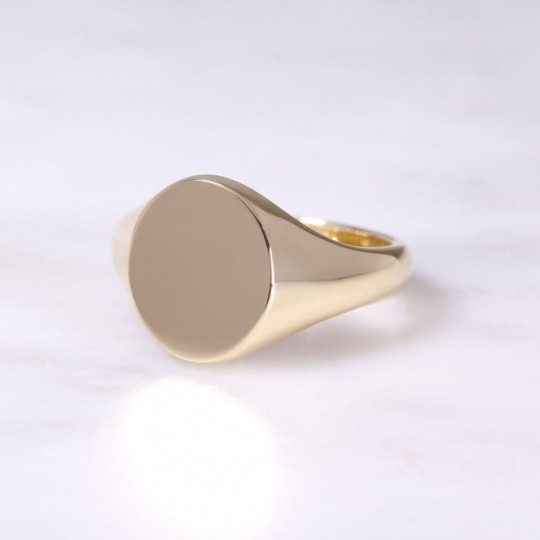 18ct Oval Signet Ring Medium