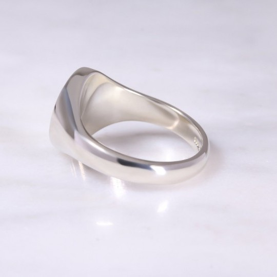 9ct White Gold Oval Signet Ring Medium