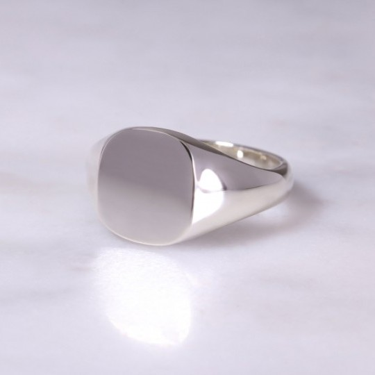 9ct Cushion Signet Ring Medium