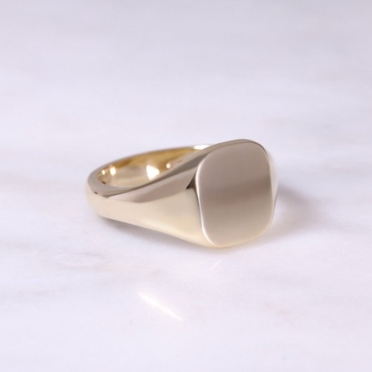 Ladies 9ct Cushion Signet Ring Small yellow gold