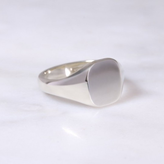 Ladies 9ct Cushion Signet Ring Small white gold