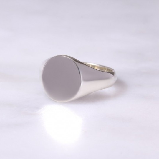 Ladies 9ct White Oval Signet Ring Medium
