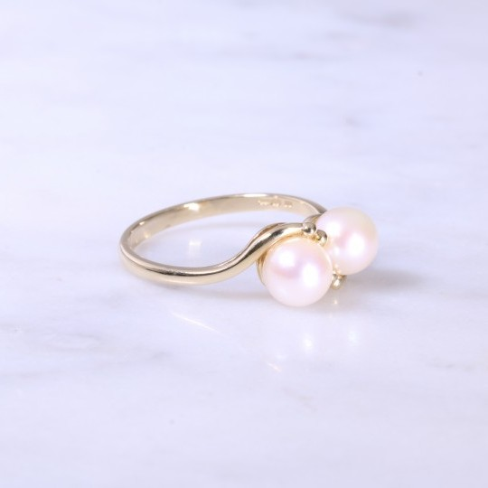 Double Cultured Pearl Cross-Over Ring