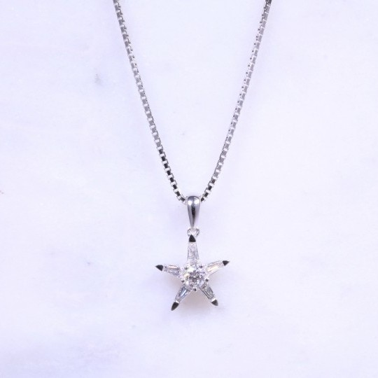 Round Brilliant & Baguette Diamond Star Necklace