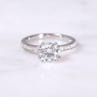 Round Brilliant Diamond Double Claw Ring