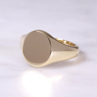 18ct Oval Signet Ring Large