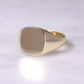 18ct Cushion Signet Ring Large